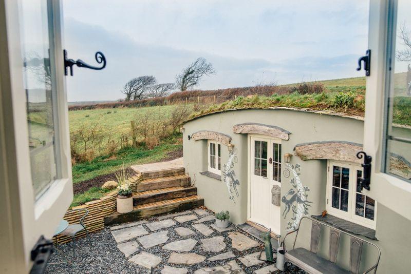 adelaparvu.com despre casa de vacanta cu carute anexate, casa Nomad, Marhamchurch, Cornwall, UK, Foto Unique Home Stays (1)