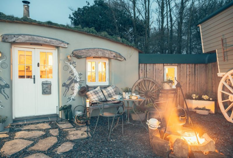 adelaparvu.com despre casa de vacanta cu carute anexate, casa Nomad, Marhamchurch, Cornwall, UK, Foto Unique Home Stays (10)