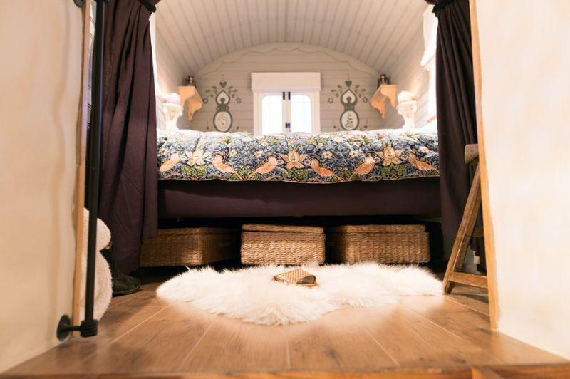 adelaparvu.com despre casa de vacanta cu carute anexate, casa Nomad, Marhamchurch, Cornwall, UK, Foto Unique Home Stays (18)