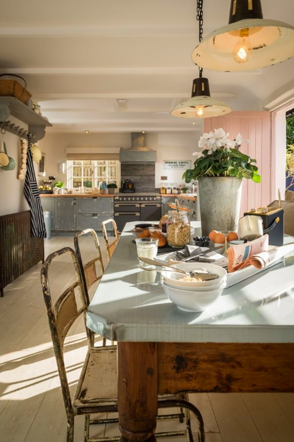 adelaparvu.com despre casa cu acoperis din stuf, casa UK, The Fable, Foto Unique Home Stays (4)