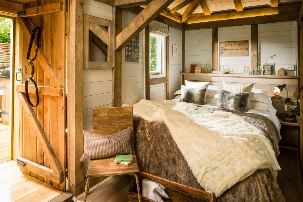 adelaparvu.com despre casa de vacanta pentru cuplu, Little Bear, Billingshurst, Sussex, Foto Unique Home Stays (1)