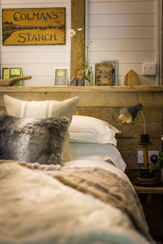 adelaparvu.com despre casa de vacanta pentru cuplu, Little Bear, Billingshurst, Sussex, Foto Unique Home Stays (3)