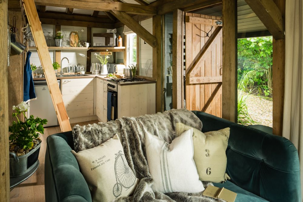 adelaparvu.com despre casa de vacanta pentru cuplu, Little Bear, Billingshurst, Sussex, Foto Unique Home Stays (30)