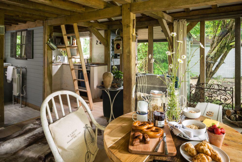adelaparvu.com despre casa de vacanta pentru cuplu, Little Bear, Billingshurst, Sussex, Foto Unique Home Stays (31)
