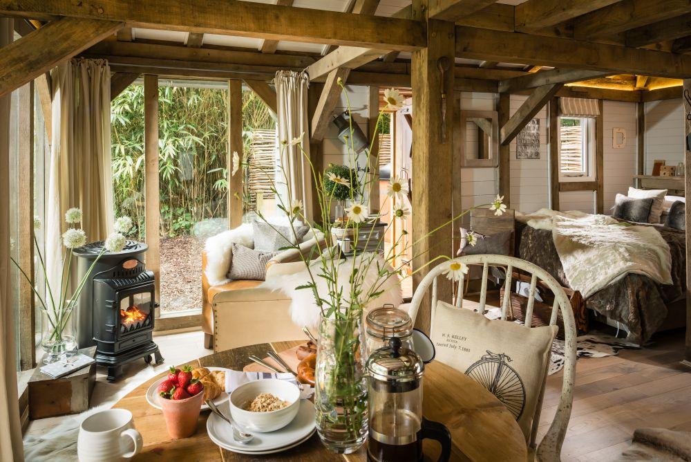 adelaparvu.com despre casa de vacanta pentru cuplu, Little Bear, Billingshurst, Sussex, Foto Unique Home Stays (8)