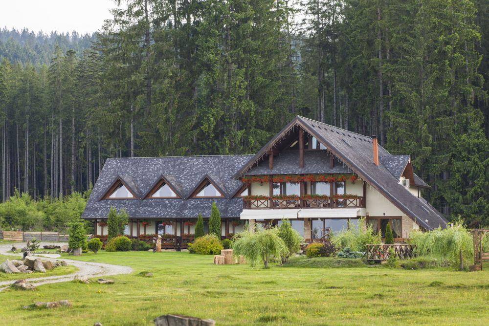 Pensiune cu acoperiș Tegola, proiect semnat de arh. Olteanu