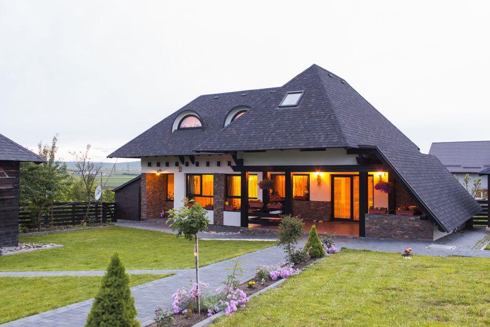 Casă cu acoperiș Tegola. Proiect casă semnat de arh. Sebastian Adamovici