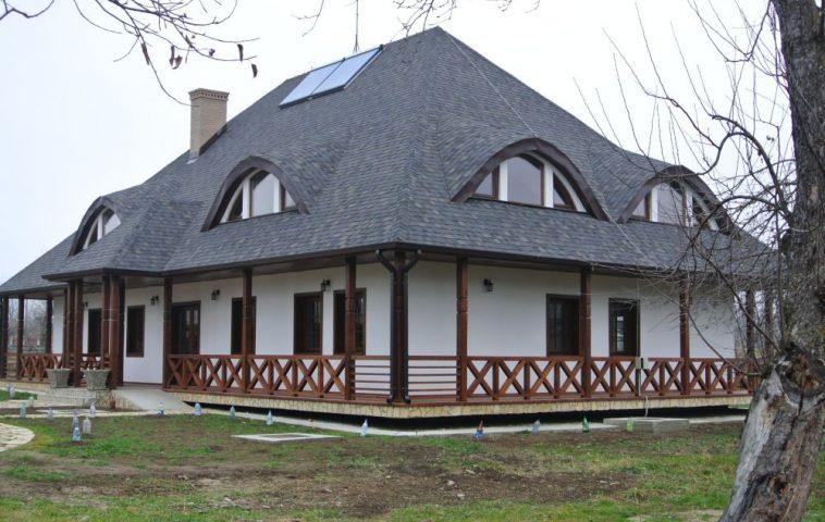adelaparvu.com despre acoperisuri in stil traditional Tegola, casa Bucovina, Foto Tegola (2)