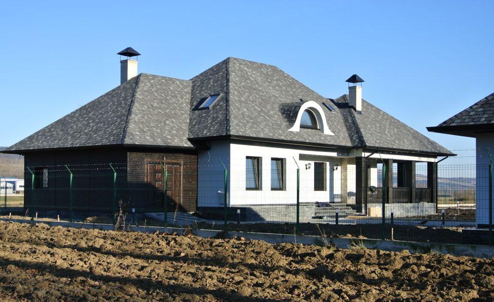 Casă cu acoperiș Tegola. Proiect casă semnat de arh. Bogdan Adomniței