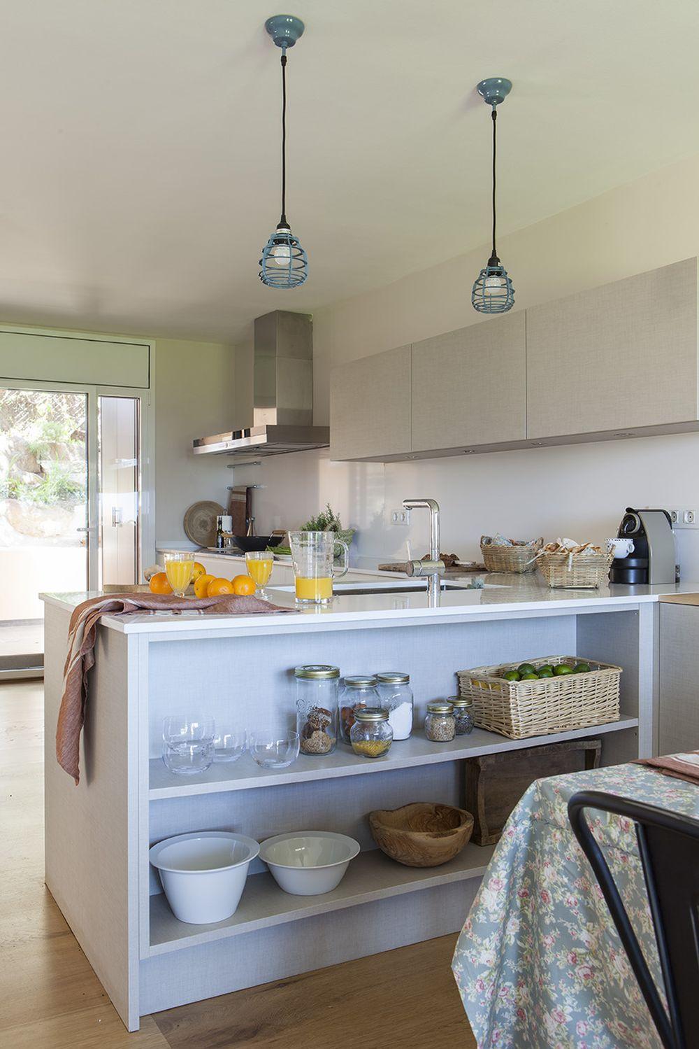 adelaparvu.com despre casa cu gradina, accente marine, designer Jeanette Dresing, Foto Feran Freixa (14)
