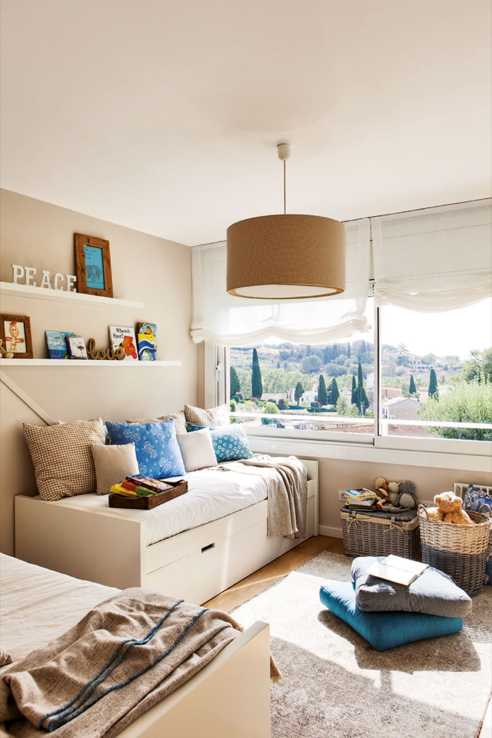 adelaparvu.com despre casa cu gradina, accente marine, designer Jeanette Dresing, Foto Feran Freixa (27)