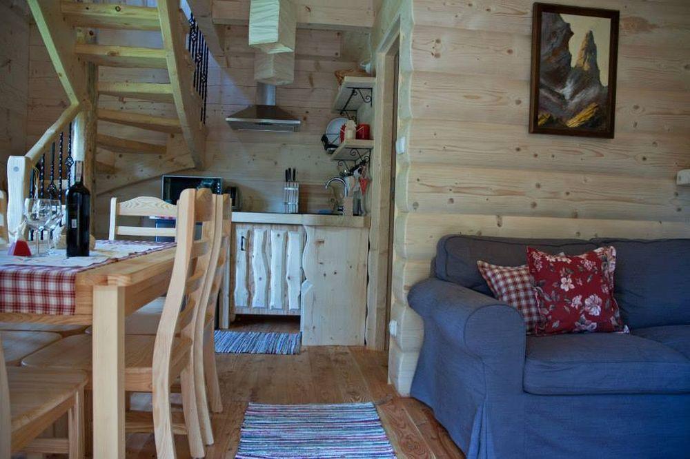 adelaparvu.com despre casa de vacanta din barne lemn, 52 mp, Design si foto The Little Log House Company, Polonia (1)