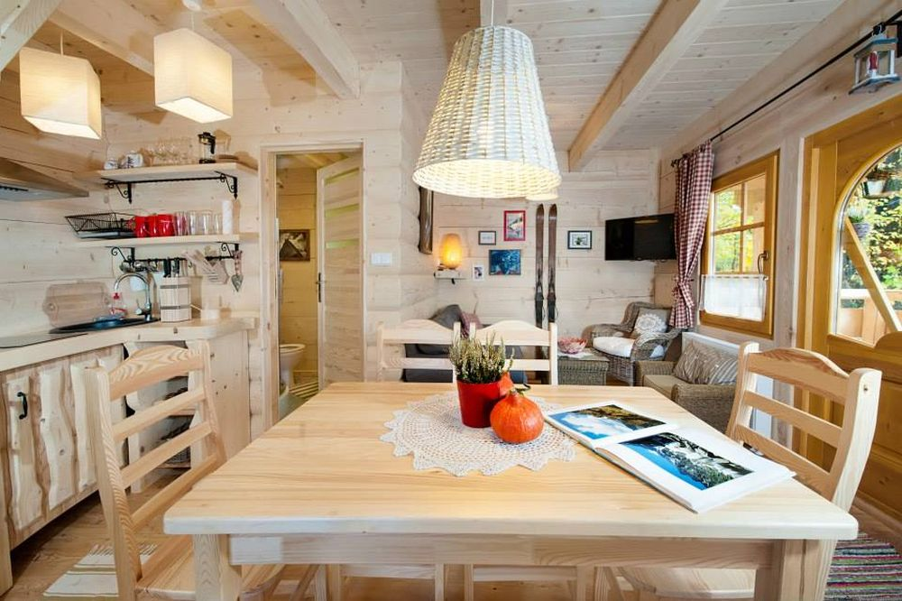 adelaparvu.com despre casa de vacanta din barne lemn, 52 mp, Design si foto The Little Log House Company, Polonia (2)