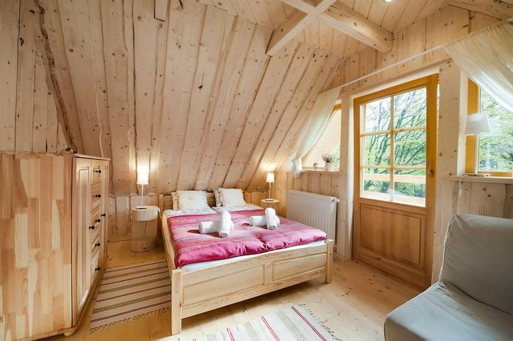 adelaparvu.com despre casa de vacanta din barne lemn, 52 mp, Design si foto The Little Log House Company, Polonia (6)