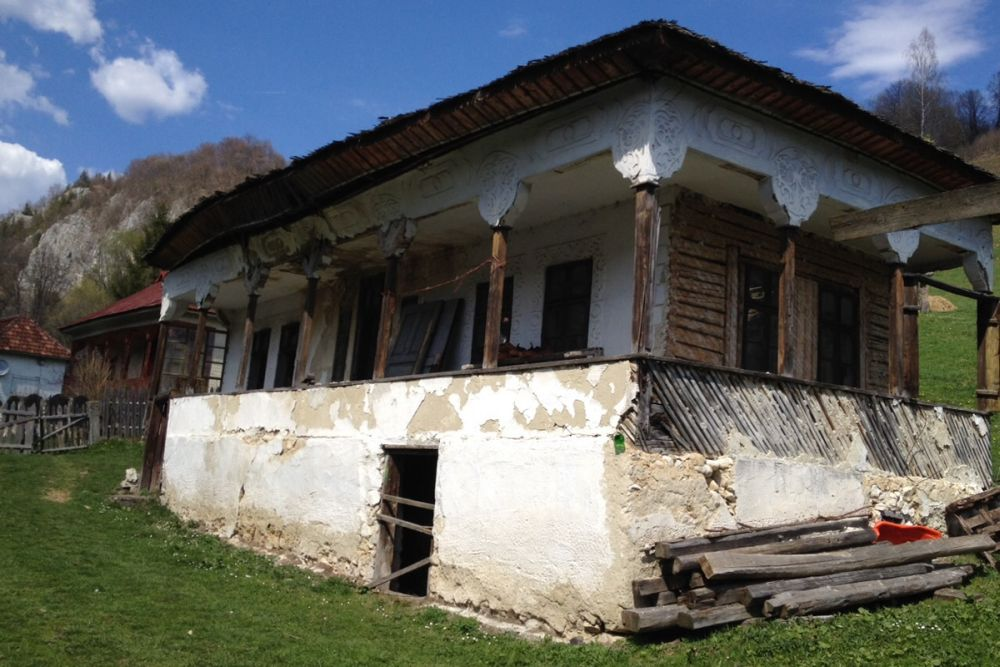 adelaparvu.com despre casa traditional romaneasca Dambovicioara, judetul Arges, arh. Sorin Istudor, designer Marinela Filip (1)