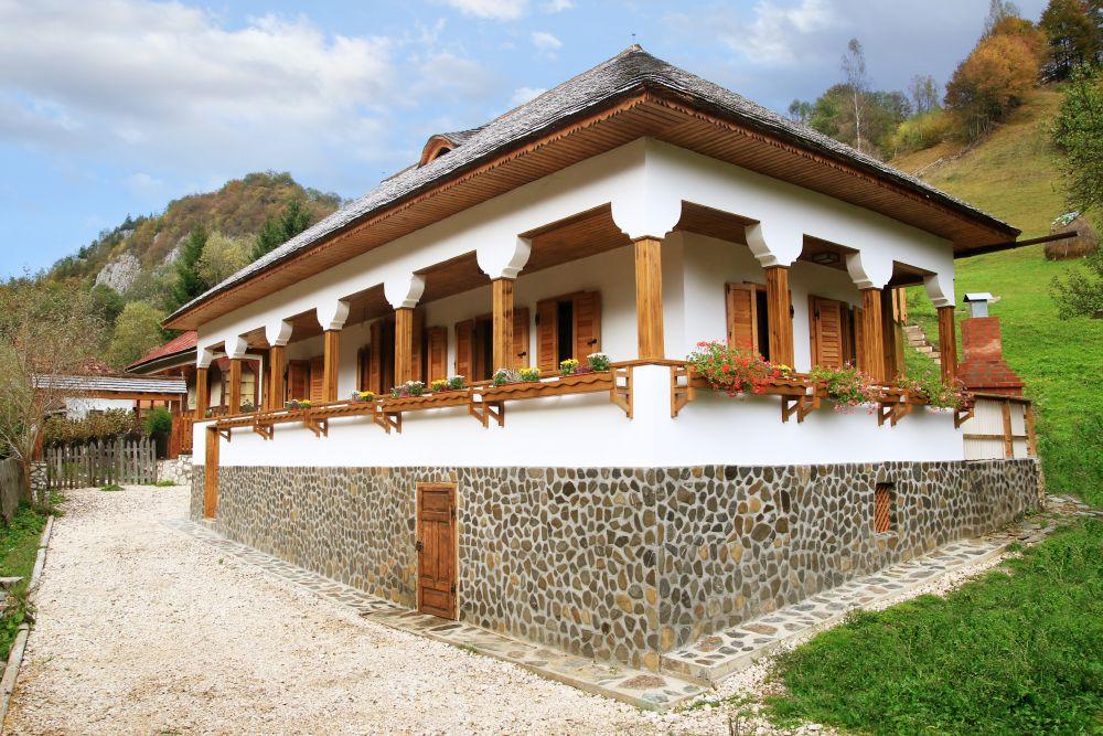 adelaparvu.com despre casa traditional romaneasca Dambovicioara, judetul Arges, arh. Sorin Istudor, designer Marinela Filip (10)