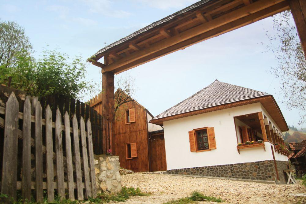 adelaparvu.com despre casa traditional romaneasca Dambovicioara, judetul Arges, arh. Sorin Istudor, designer Marinela Filip (5)