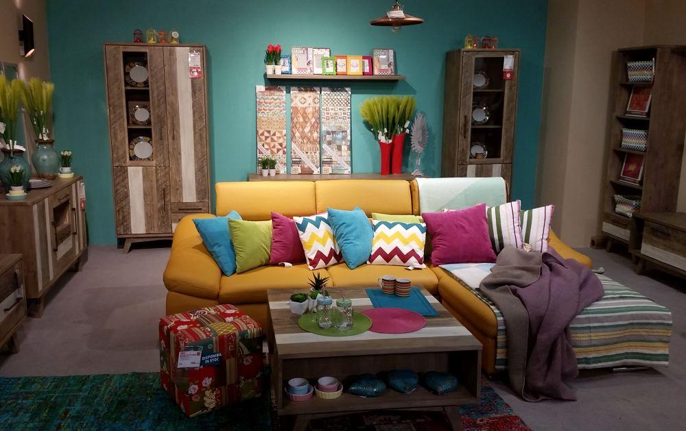 adelaparvu.com despre decorarea livingului, ambient in stil etno colorat Kika