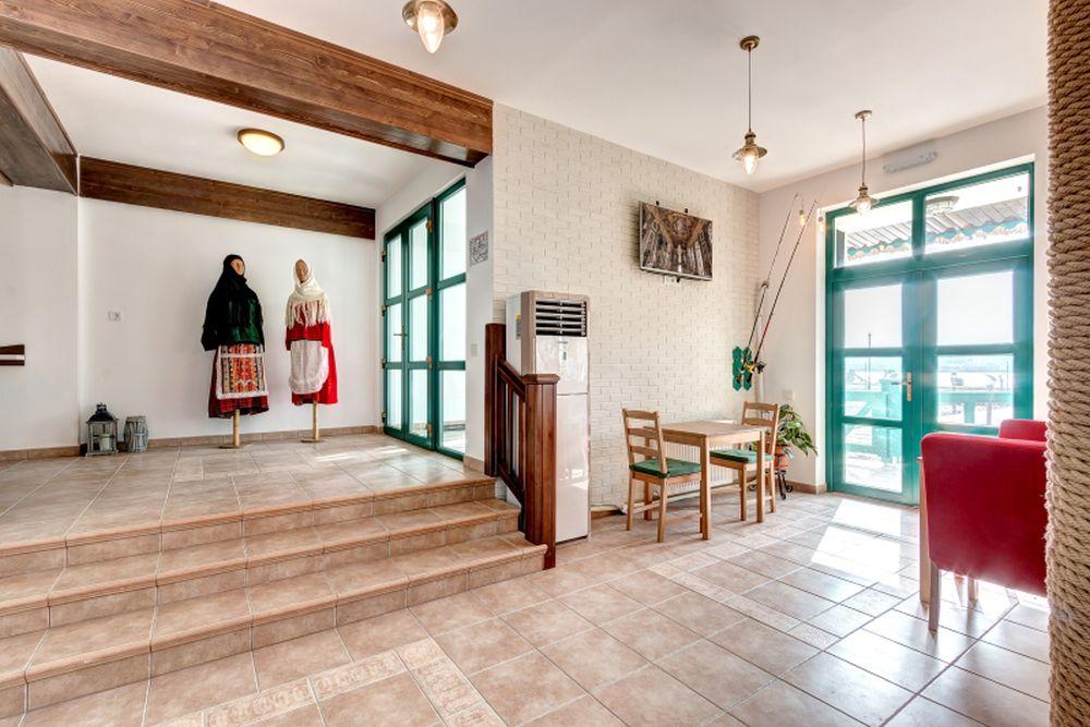 adelaparvu.com despre Pensiunea Iara, Delta Dunarii, Nufaru, arhitectura Luminita Arhire, design Monika Badulescu (1)
