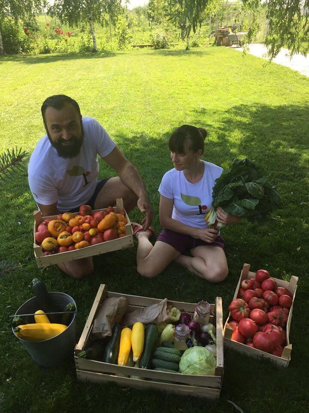 Soții, doi corporatiști care au deschis ferma Nașul Roșu din Prahova