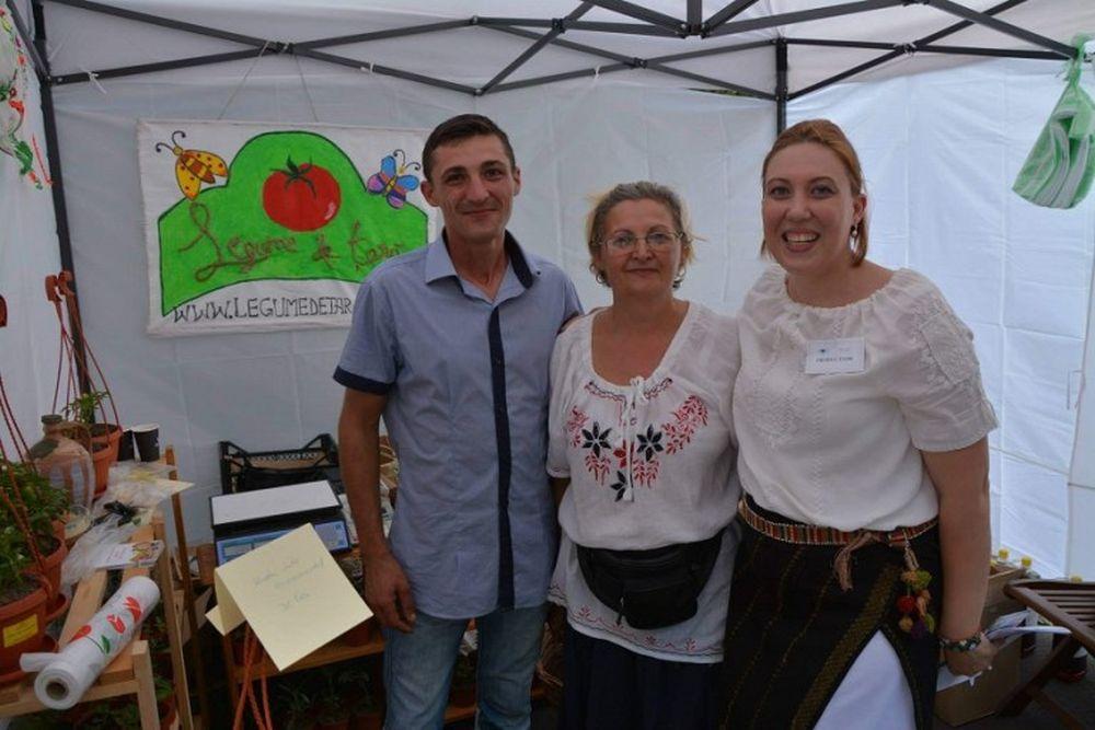 Familia care produce legume la Albota