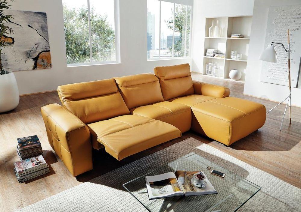"""Colțar """"Santa Barbara"""" compus din: 2 locuri cu braț pe partea dreaptă și șezlong cu braț pe stânga. Tapițerie din piele Rancho galben închis. Include funcție relax. Dimensiuni L174 x H81 x A309 cm. Vezi preț AICI"""