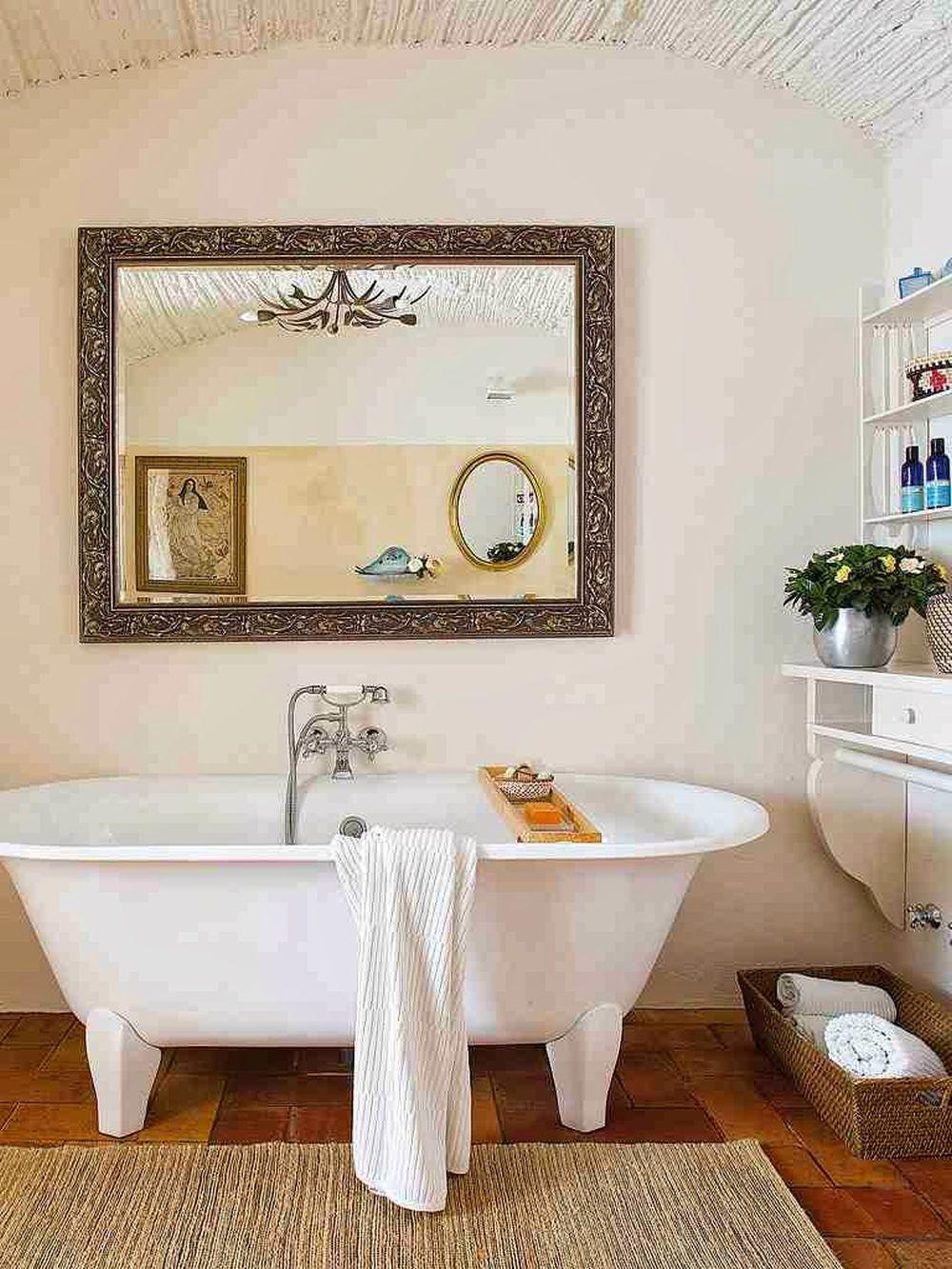 adelaparvu.com despre casa rustica cu pereti si plafoane albe, designer Josep Curanta, Foto MiCasa (14)