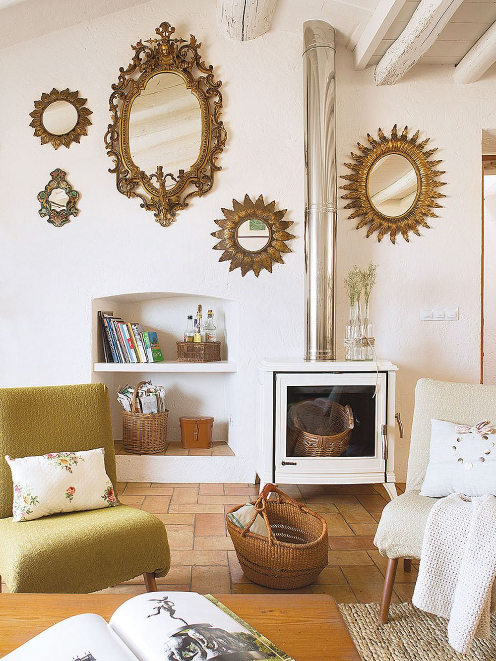 adelaparvu.com despre casa rustica cu pereti si plafoane albe, designer Josep Curanta, Foto MiCasa (2)