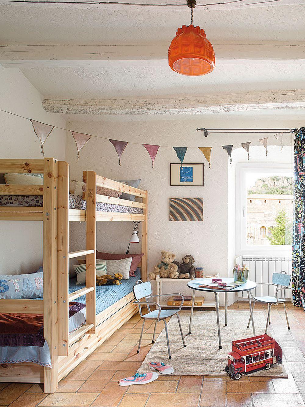 adelaparvu.com despre casa rustica cu pereti si plafoane albe, designer Josep Curanta, Foto MiCasa (7)