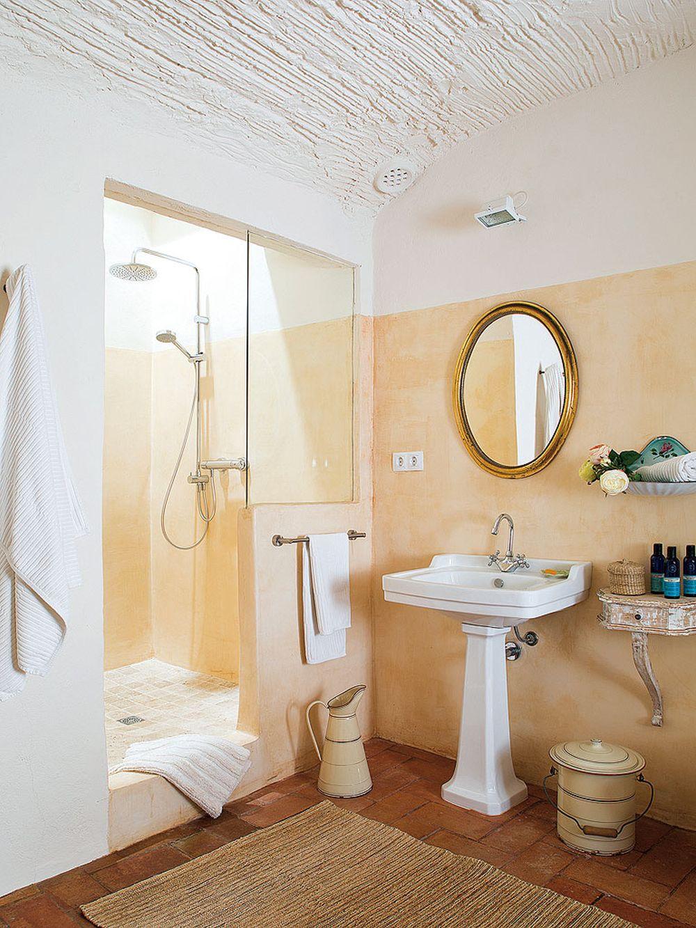 adelaparvu.com despre casa rustica cu pereti si plafoane albe, designer Josep Curanta, Foto MiCasa (9)