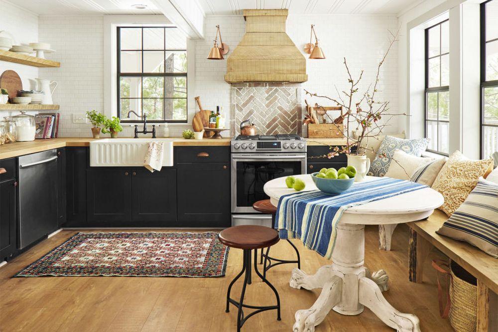 adelaparvu.com despre casa rustica renovata in alb, design Jenna Diermann, Foto Annie Schlechter (10)