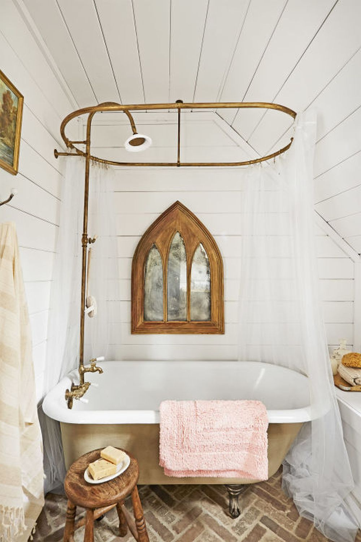 adelaparvu.com despre casa rustica renovata in alb, design Jenna Diermann, Foto Annie Schlechter (12)