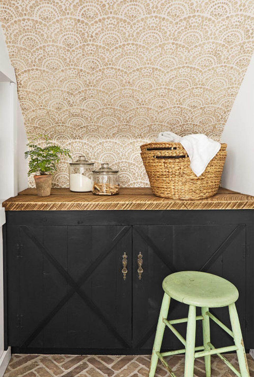 adelaparvu.com despre casa rustica renovata in alb, design Jenna Diermann, Foto Annie Schlechter (13)