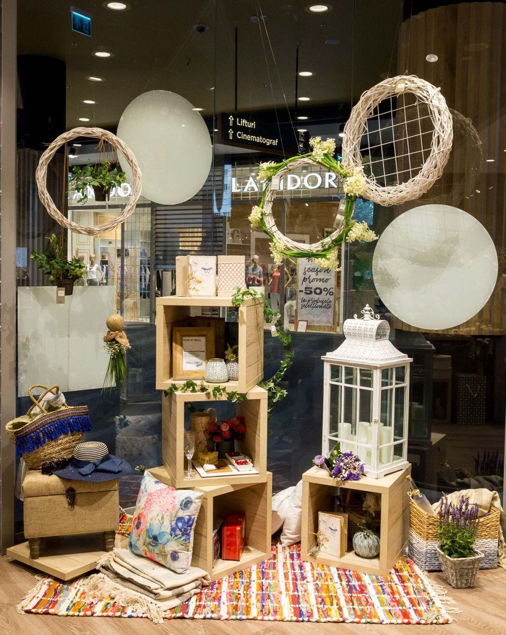 adelaparvu.com despre magazinul de decoratiuni Meli Melo Deco, decor vitrina Adela Parvu, ARA Design Studio