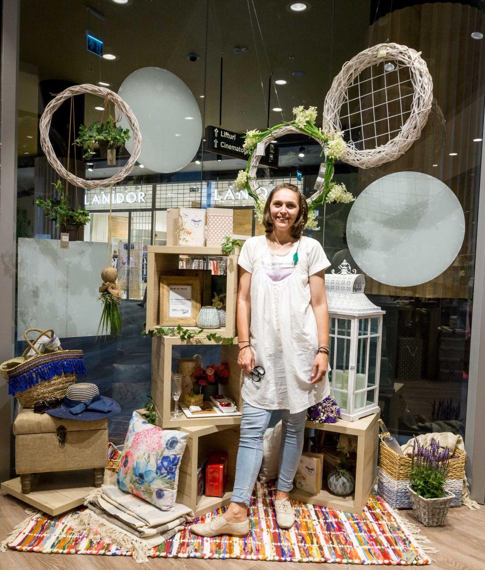adelaparvu.com despre magazinul de decoratiuni Meli Melo Deco, decor vitrina Adela Parvu