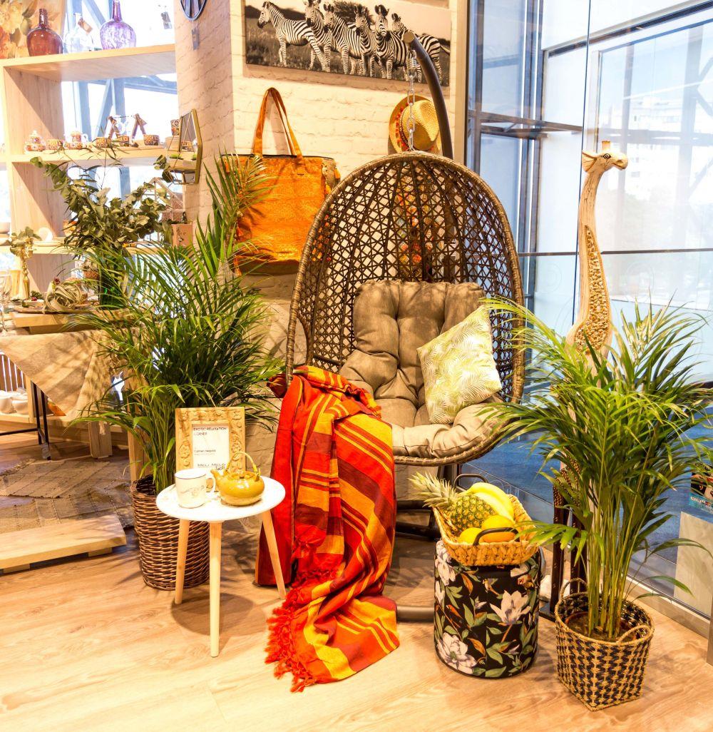 adelaparvu.com despre magazinul de decoratiuni Meli Melo Deco, decor vitrina Carmen Negoita
