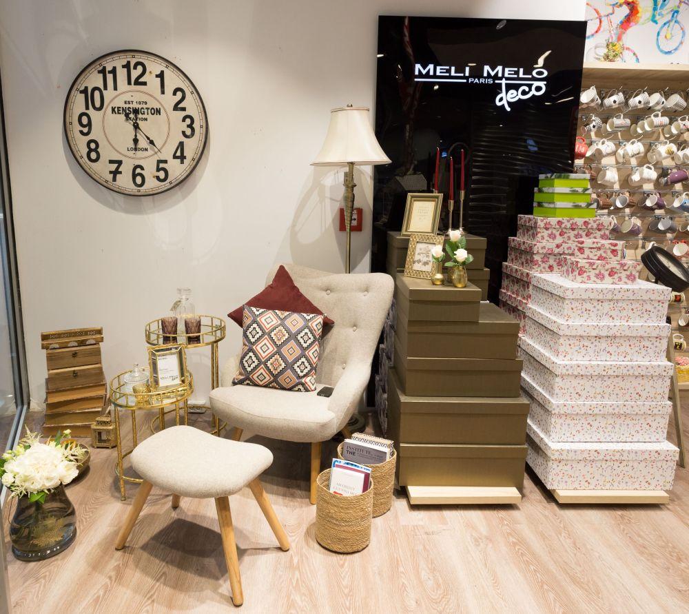 adelaparvu.com despre magazinul de decoratiuni Meli Melo Deco, decor vitrina Irina Cucu