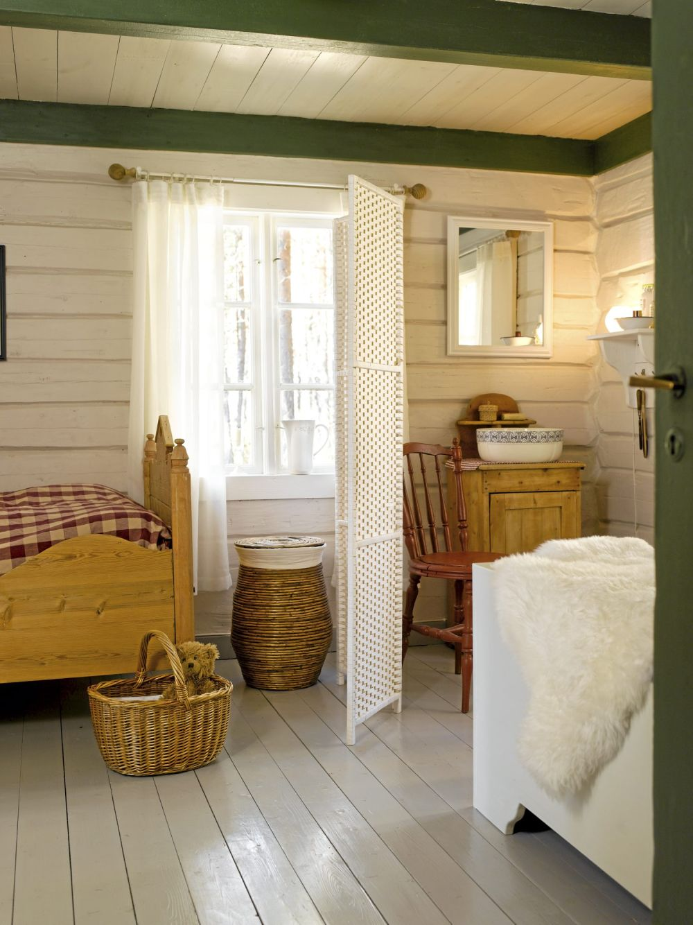 adelaparvu.com despre cabana in padure cu interior romantic, Foto Erik Jæger