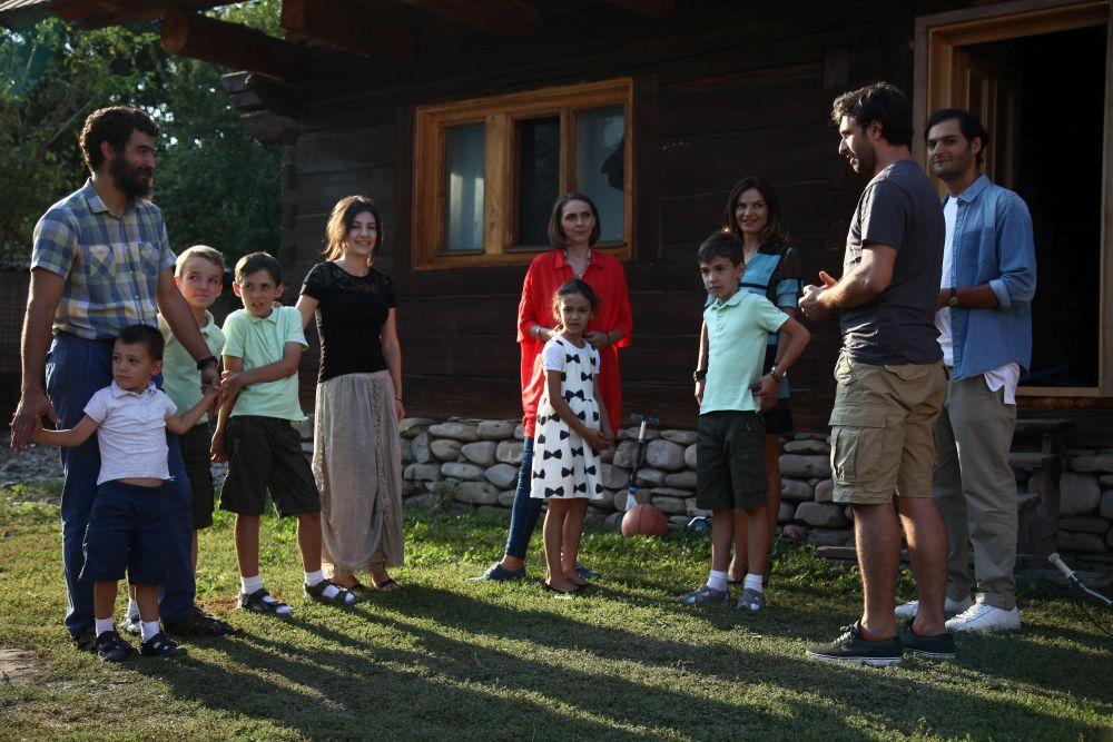 adelaparvu.com-despre-renovarea-casei-fam-Udrea-Fieni-episodul-8-seznul-3-Visuri-la-cheie-foto-Protv-1