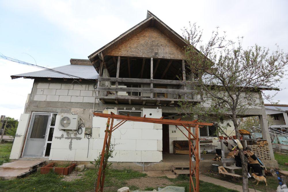 adelaparvu.com despre renovarea casei familie Motrogan, ep 2, sez 4 Visuri la cheie, Fatada 3 (2)