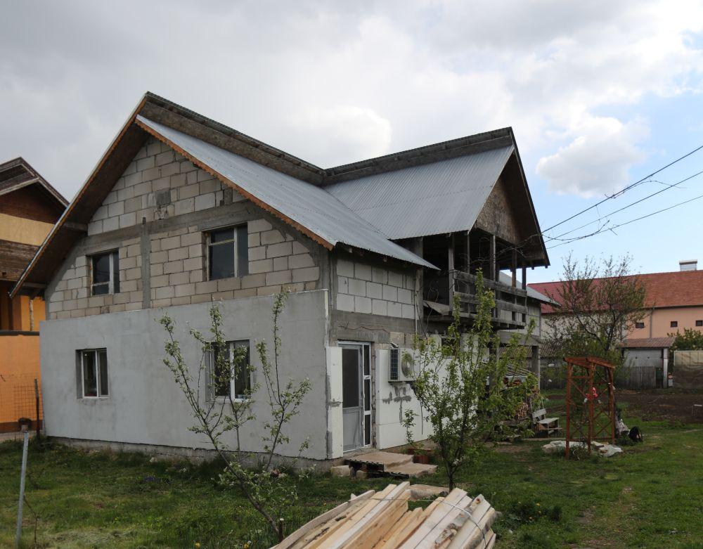 adelaparvu.com despre renovarea casei familie Motrogan, ep 2, sez 4 Visuri la cheie, Fatada 3 (4)