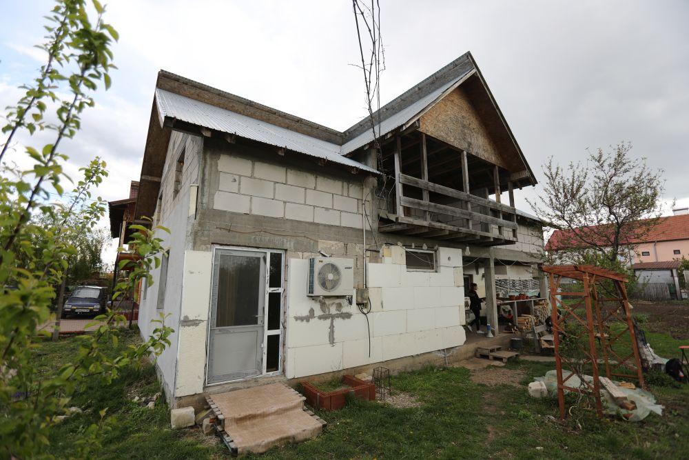 adelaparvu.com despre renovarea casei familie Motrogan, ep 2, sez 4 Visuri la cheie, Fatada 3 (6)