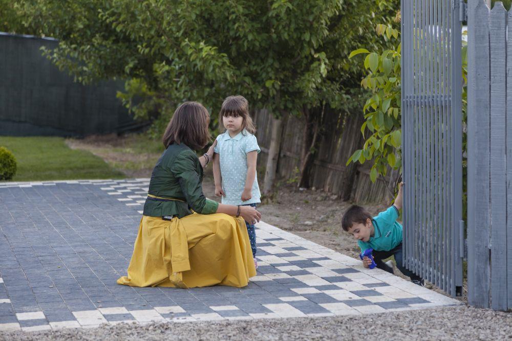 adelaparvu.com despre renovarea casei familie Motrogan, ep 2, sez 4 Visuri la cheie, foto echipa si familia (11)