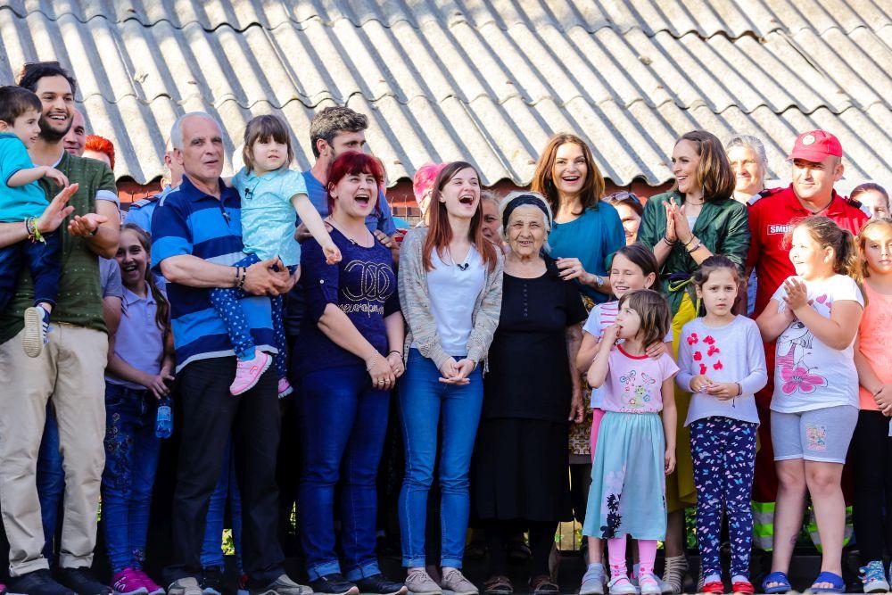 adelaparvu.com despre renovarea casei familie Motrogan, ep 2, sez 4 Visuri la cheie, foto echipa si familia (14)
