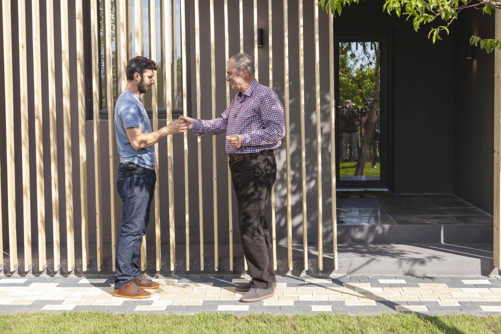 adelaparvu.com despre renovarea casei familie Motrogan, ep 2, sez 4 Visuri la cheie, foto echipa si familia (2)