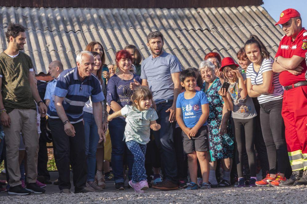 adelaparvu.com despre renovarea casei familie Motrogan, ep 2, sez 4 Visuri la cheie, foto echipa si familia (5)