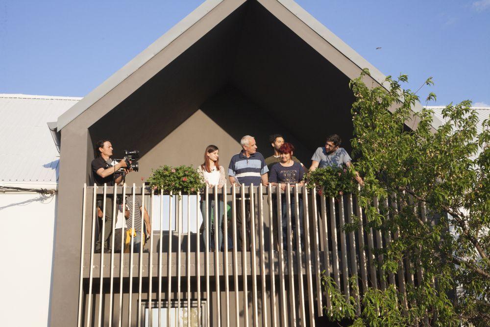 adelaparvu.com despre renovarea casei familie Motrogan, ep 2, sez 4 Visuri la cheie, foto echipa si familia (9)