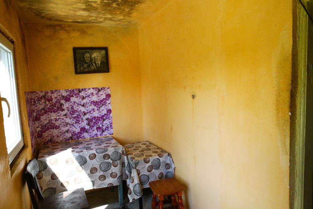 Fostul hol nu comunica înainte de renovare cu cealaltă cameră, adică bucătăria.