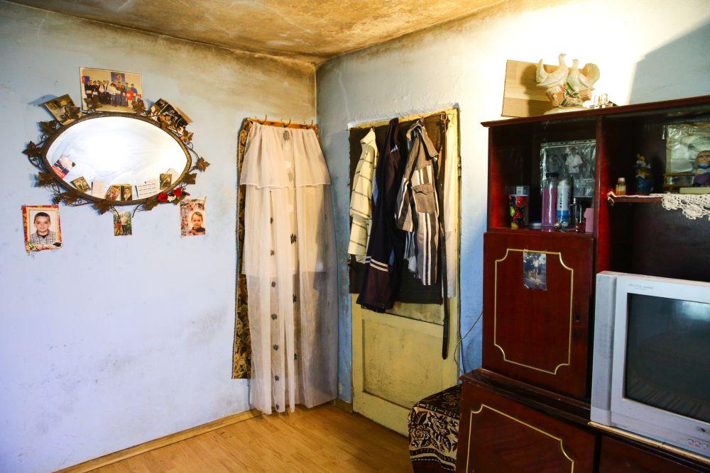 Dormitorul înainte de renovare avea o ușă care dădea înspre hol.