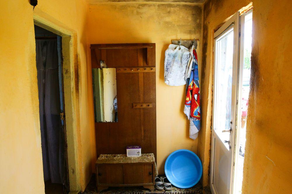 Holul înainte de renovare. Spațiul a devenit baie.